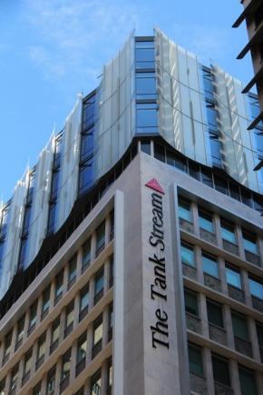 全室リノベーション済み、シドニー中心地にあるモダンなホテル。無料WI-FI、無料ミニバーノンアルコールドリンク付き!シドニー1泊2日ザ タンクストリームホテル(アトリアムルーム利用)