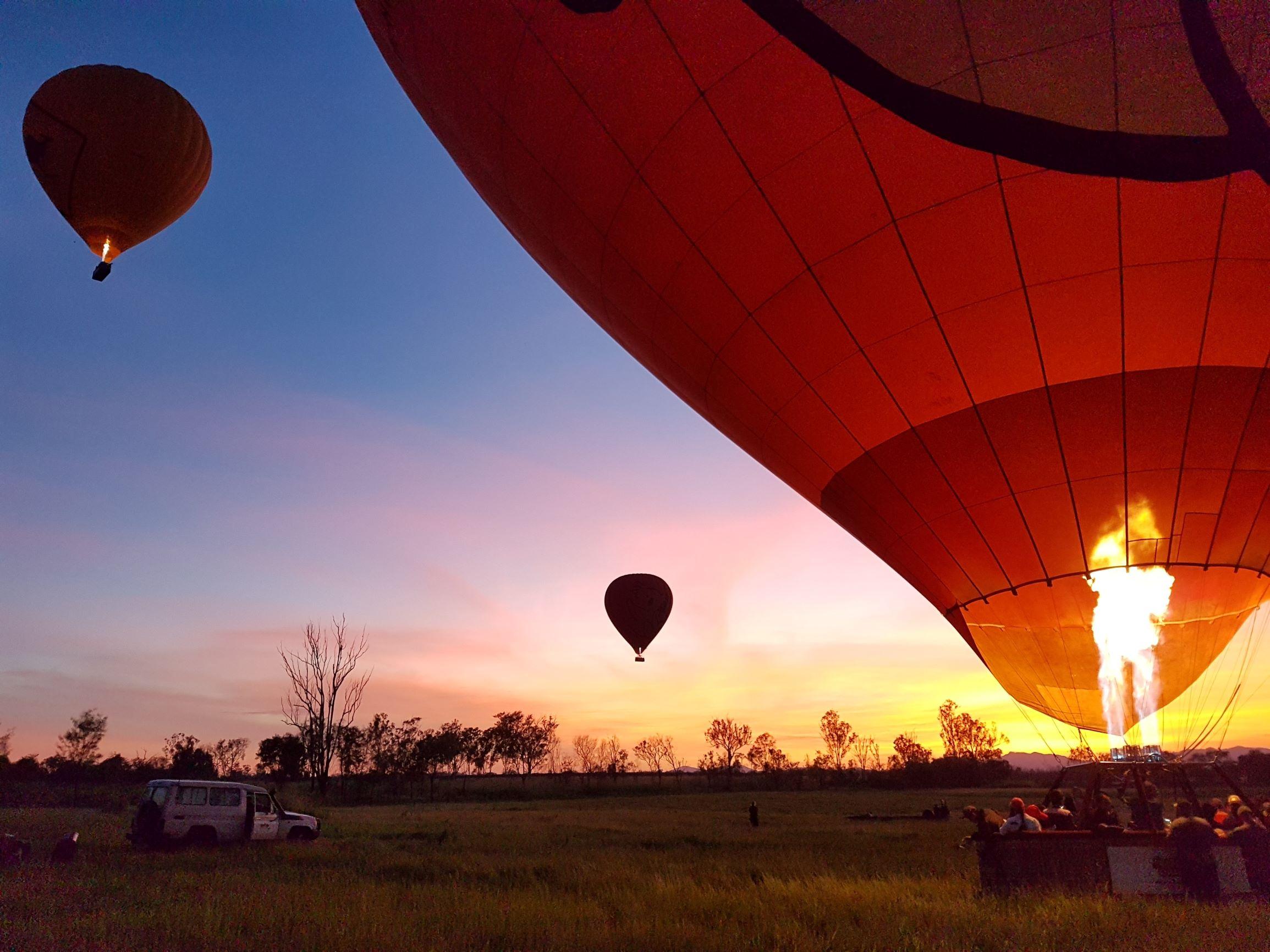 ケアンズ 広大なオーストラリアの空を熱気球遊覧飛行